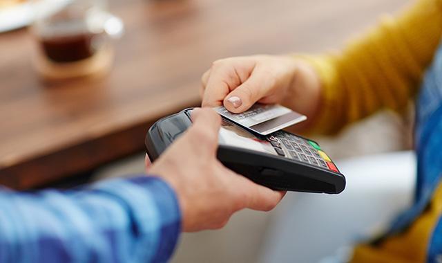 """Utilizzo carte di credito e bancomat: un """"incentivo"""" curioso da parte del Governo"""