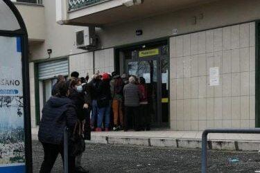 Impennata Covid, scuole chiuse e focolai davanti le Poste-Colamaria(U.Di.Con.): Assembramenti indotti da disorganizzazione – Comune e Polizia Postale proteggano la popolazione